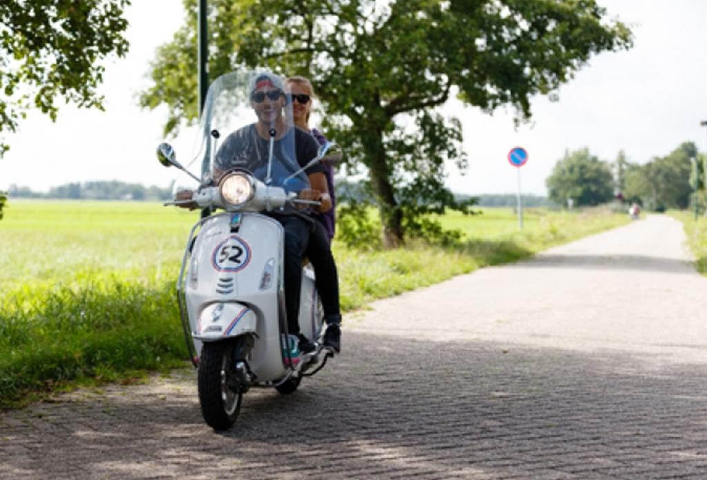 scooter-rijden-erve-scholten-vakantiewoningen-hezingen-vasse-ootmarsum